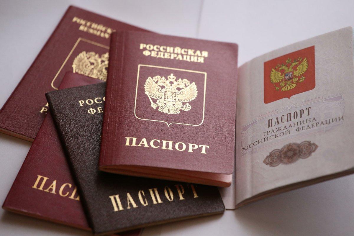 Можно ли получить паспорт по доверенности?